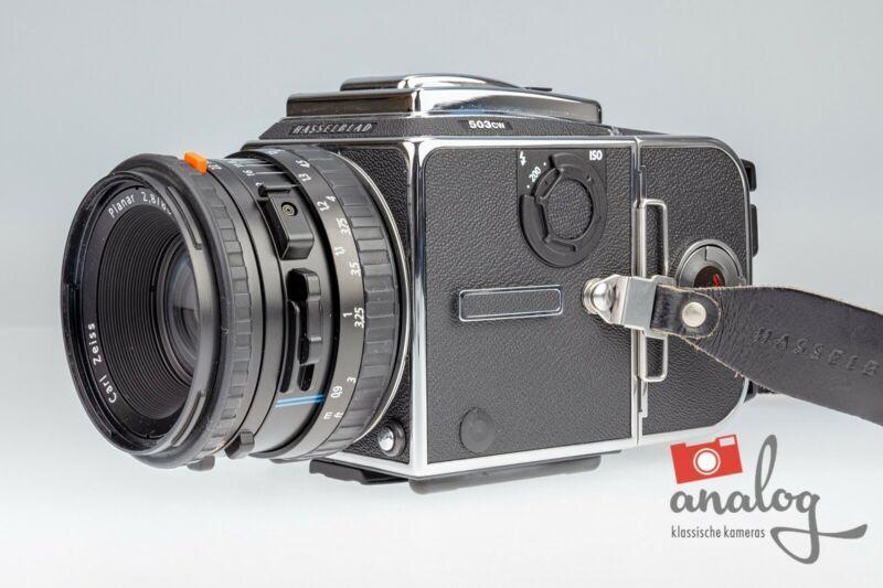 Hasselblad 503 CW chrome mit Zeiss Planar CFE 80mm und A12-Magazin